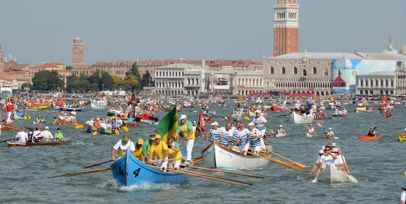 Venetian style boat race on Grand Canal